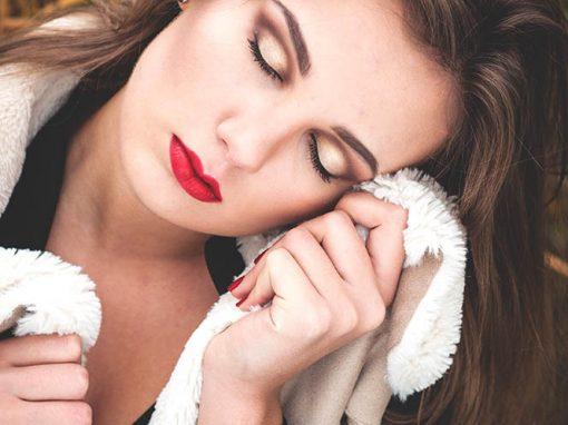 Elegancki makijaż wieczorowy. Zobacz resztę zdjęć :)