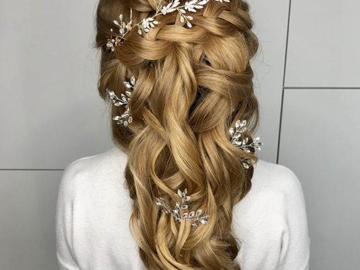 Upięcie na włosach długich